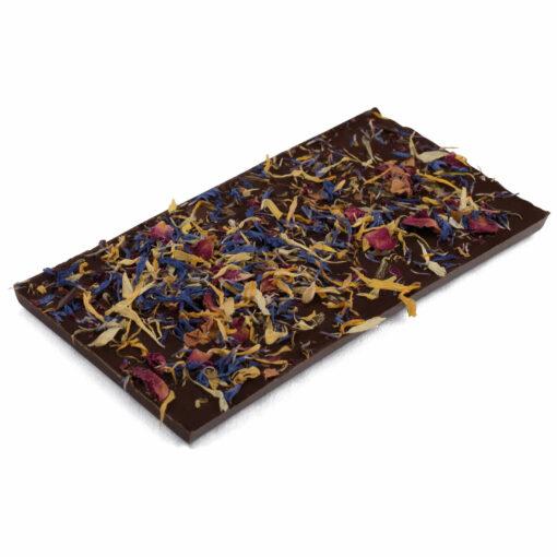 Zartbitter Schokoladentafel mit Blumenblättern
