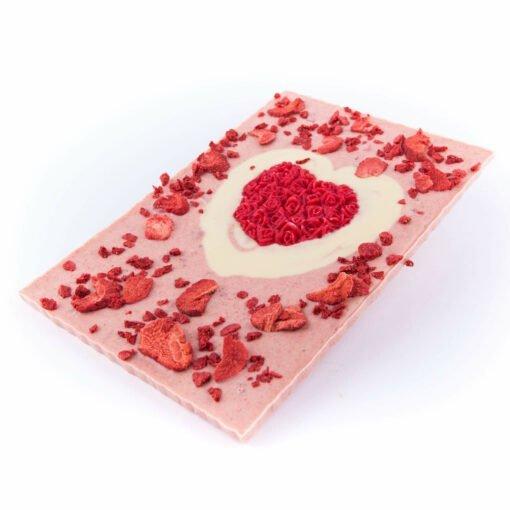 Schokolade mit Erdbeeren in einem Herz